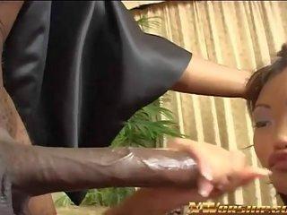 Asiatisch Takes Groß Schwarz Schwanz